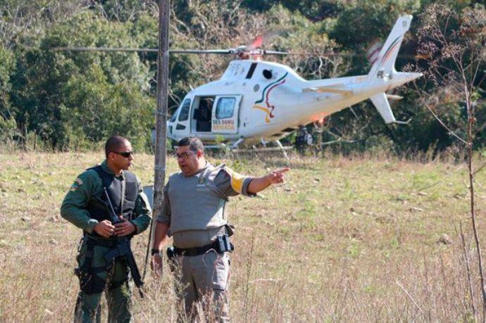 Helicóptero reforça buscas ao bando que explodiu bancos. Foto: Bruno Pedry.