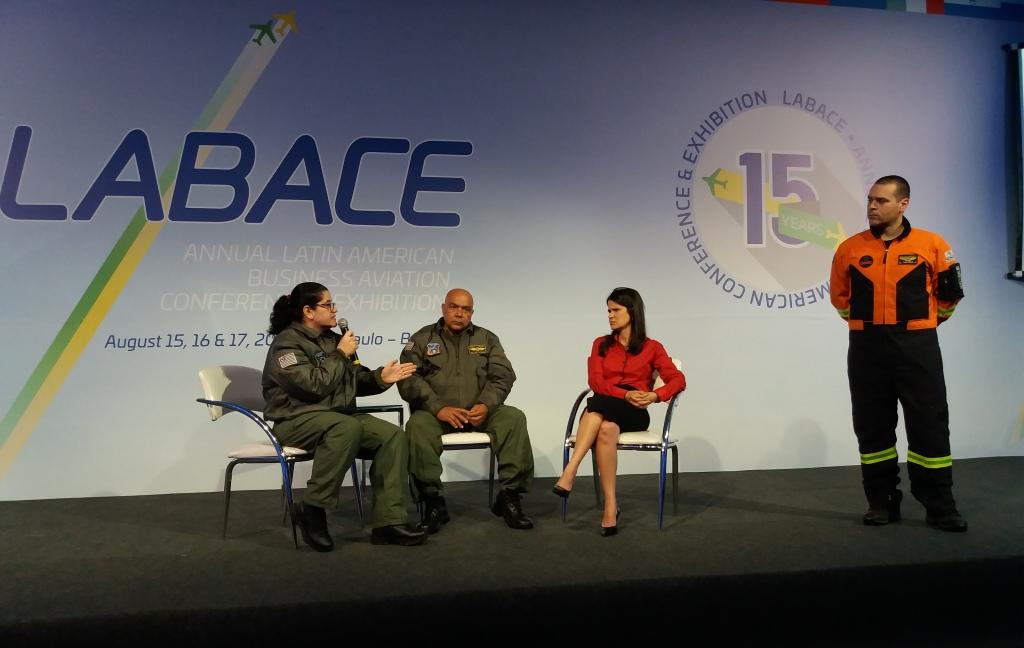 Maj PM Ademir e da Cap PM Médica Fabiana Ajjar, ambos do GRPAe da PMESP, Patrícia Freire, coordenadora substituta do Sistema Nacional de Transplante e o médico do GRAU Ricardo Galesso.