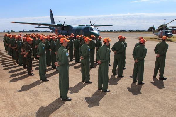 Militares do Esquadrão de Busca e Salvamento na solenidade.