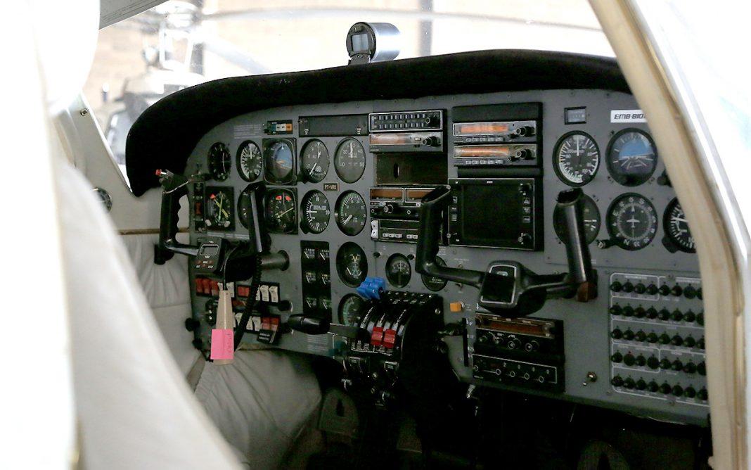Avião do ex-governador Silval Barbosa é vistoriado pelo Ciopaer - Foto por: Lenine Martins / Sesp