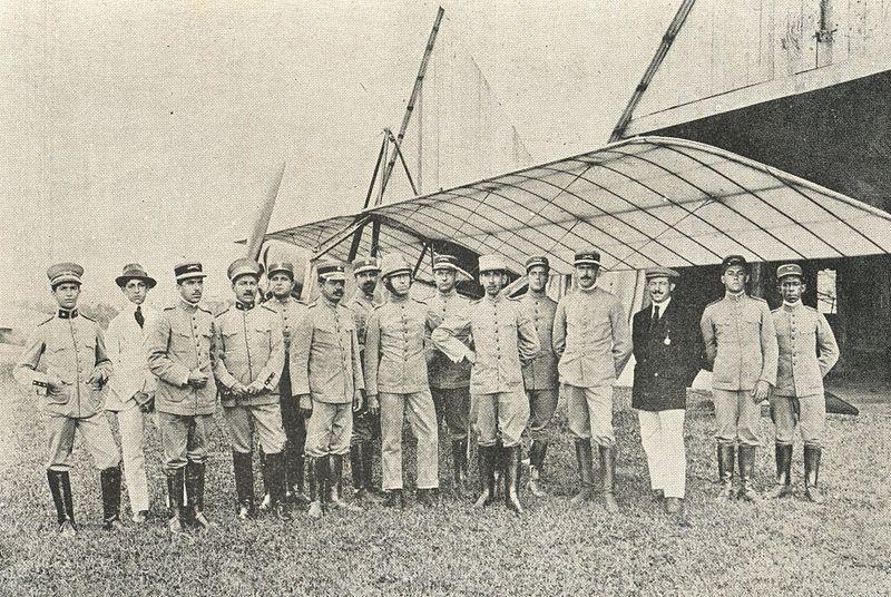 Oficiais do Exército Brasileiro, dentre eles o general Setembrino de Carvalho e o tenente Ricardo Kirk, em Porto União, região do Contestado.