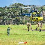 Os novos operadores demonstraram algumas das habilidades adquiridas no curso, como o embarque e desembarque em aeronave em deslocamento (Fotos: ELC3)