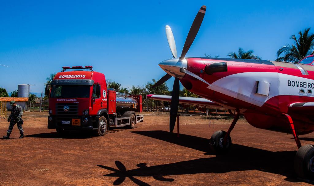 Air Tractor AT802F do Corpo de Bombeiros é empregado para combater incêndio florestal. Foto: Ricardo Franco