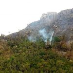 Grupamento Aéreo participa de força tarefa para combate a incêndio florestal na Serra da Bocaina