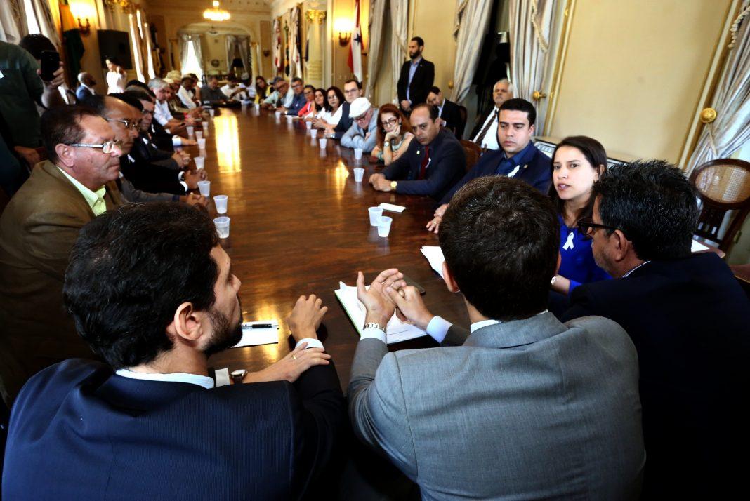 Representantes da administração municipal e sociedade civil foram recebidos, nesta quarta-feira, no Palácio do Campo das Princesas