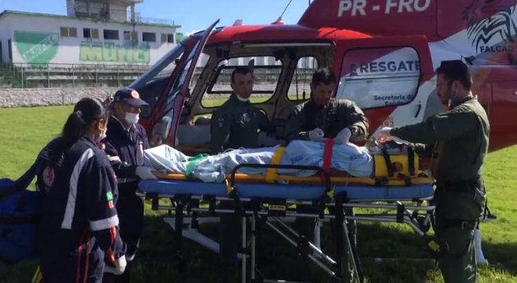 Homem é espancado a pedradas em Murici e socorrido ao HGE por helicóptero do grupamento aéreo