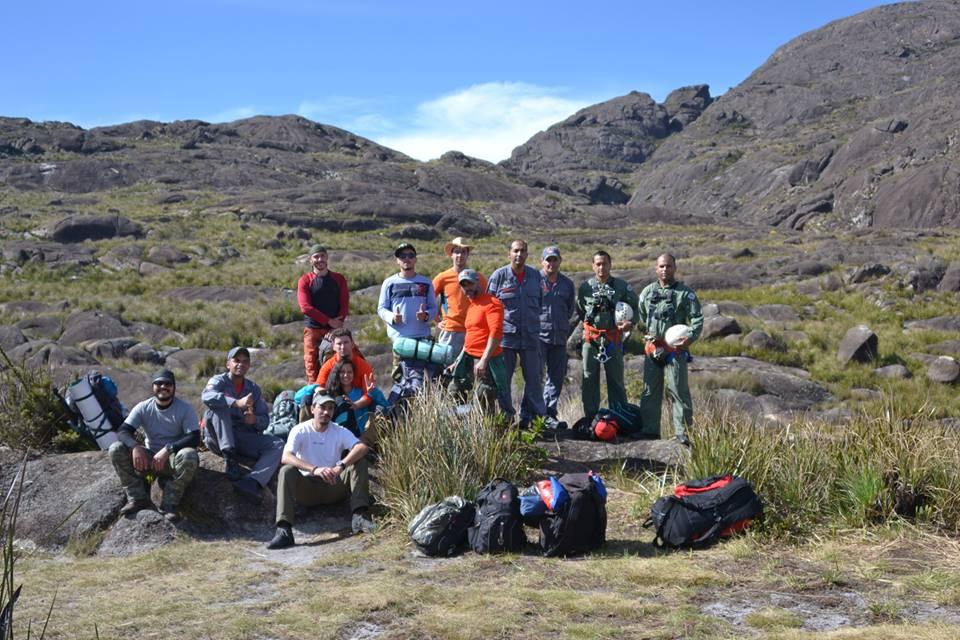 Águia 07 apoia bombeiros e resgata vítima de queda no Pico dos Marins. Foto: Divulgação BRPAe-SJC.