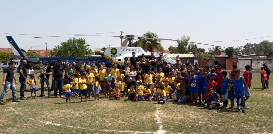 Policiais do GCCO e Ciopaer promovem Dia das Crianças na Associação Vó Cristina