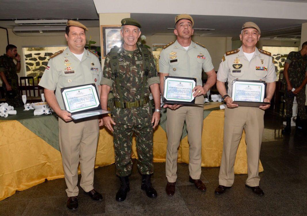 Oficiais Superiores da PMBA são homenageados pelo Comando da 6ª Região Militar.