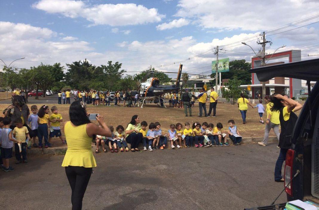 BAvOp encanta crianças e professores durante visita em Colégio Adventista de Brasília. Foto: Divulgação.