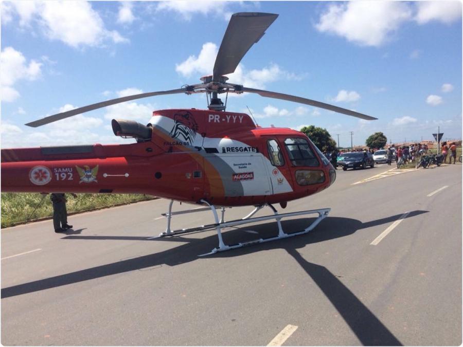 Socorristas da aeronave Falcão 05, que atua em resgates junto com o Serviço de Atendimento Móvel de Urgência (Samu), auxiliaram as equipes médicas no socorro as vítimas. Foto: Grupamento Aéreo - SSP