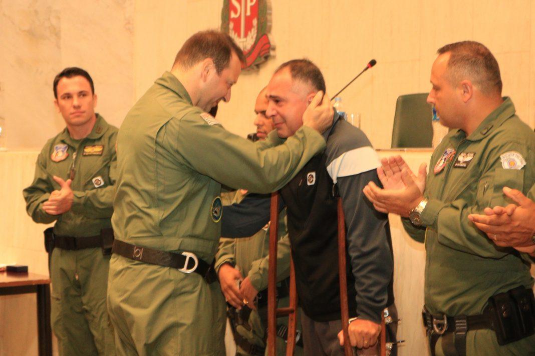 Cabo André Pereira recebe láurea do mérito pessoal em 1º Grau.