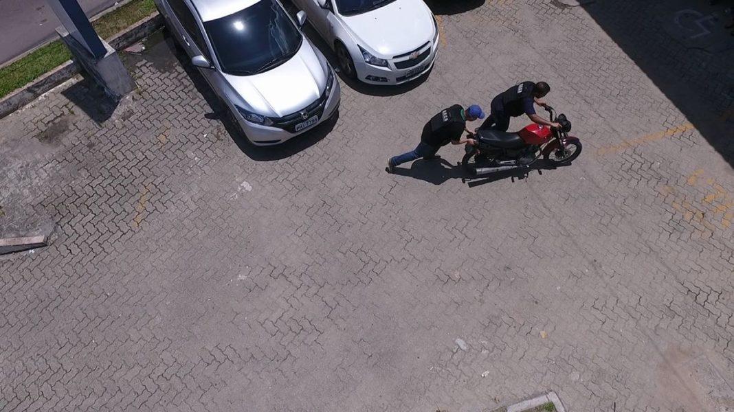 Foragido foi visto ao conduzir moto roubada (Foto: Divulgação/ Secom)
