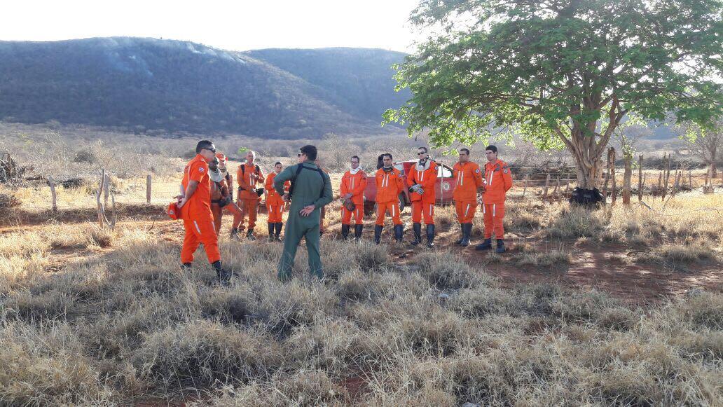 GRAer participa de força tarefa que combate incêndio florestal em Rio do Pires, região da Chapada Diamantina