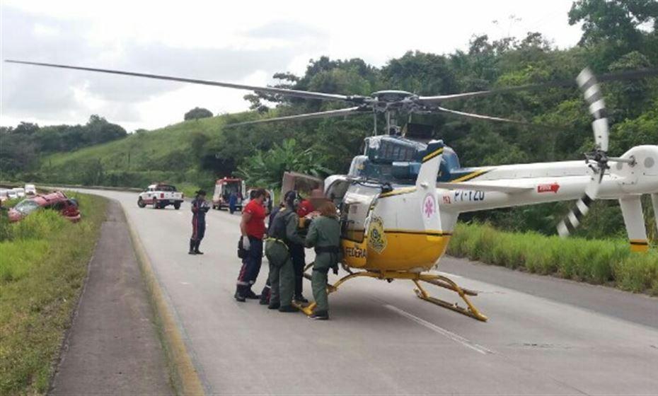 Helicóptero da PRF resgata vítimas de acidente de trânsito na BR-232