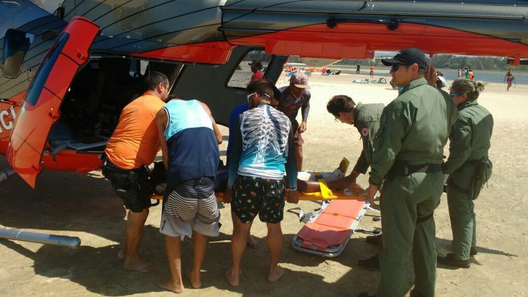 Turista colombiano sofre acidente com kitesurf em praia do Ceará (Foto: Divulgação/Ciopaer).
