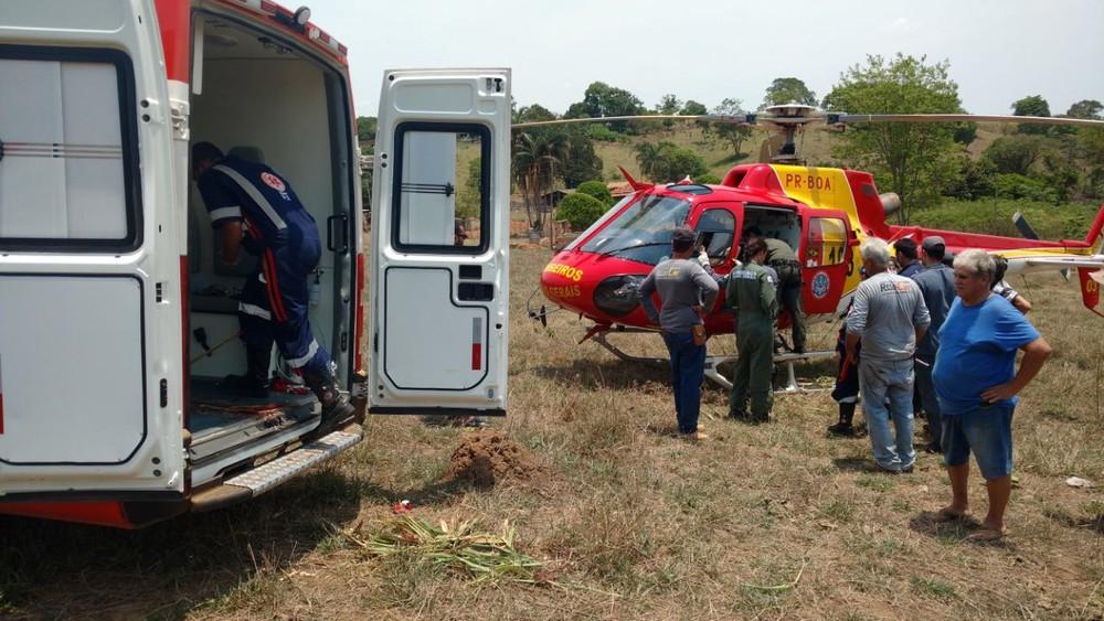 Idoso que teve a perna sugada por máquina agrícola em Bom Despacho foi transferido de helicóptero para Belo Horizonte (Foto: Assessoria Samu/Divulgação)