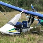 Helicóptero da PRF localiza ultraleve acidentado próximo a BR-101, mas não encontra os tripulantes da aeronave no local.