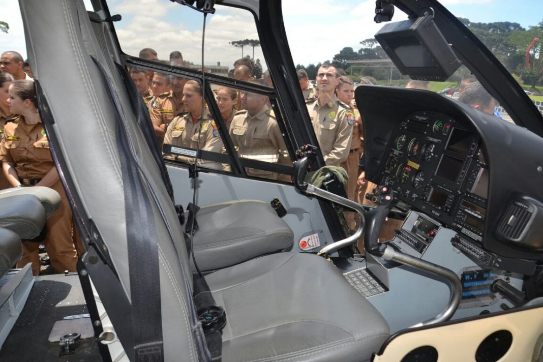 Cadetes participam de estágio operacional no Batalhão de Polícia Militar de Operações Aéreas da PM