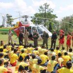 Bombeiros Mirins vivenciam instrução com participação do helicóptero Harpia I em Rio Branco, AC