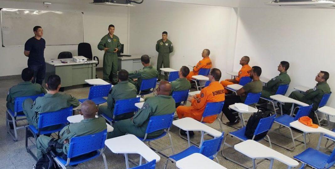 Comando de Policiamento Aéreo da PMDF ministra Treinamento de Célula Helicóptero AS350B2