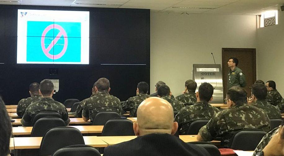 Coronel PM Paulo Luiz Scachetti Junior, durante sua apresentação.