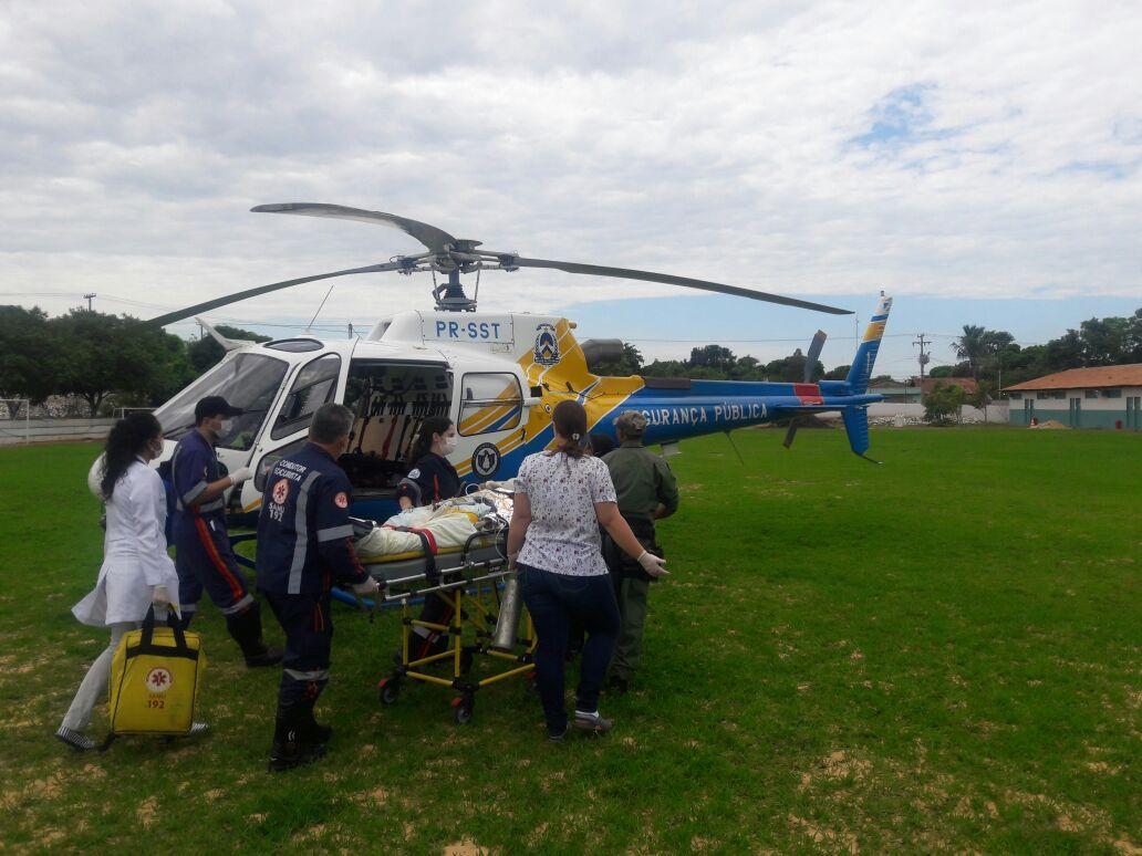 Capotamento deixa quatro feridos e vítima é transferida para hospital de helicóptero. Foto: Ciopaer/Divulgação