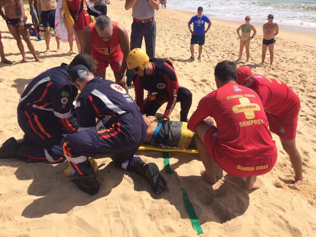 Corpo de Bombeiros e NOTAer faz simulação de resgate de afogamento em praia de Vila Velha, ES