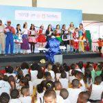 Crianças curtem Natal Solidário no Grupamento Aéreo da PM da Bahia. Foto: Jorge Cordeiro.