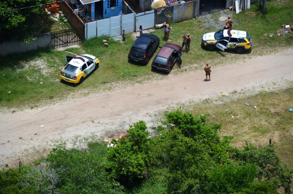 Helicóptero da PM do Paraná apoia policiamento e recupera veículo furtado após acompanhamento em Guaratuba