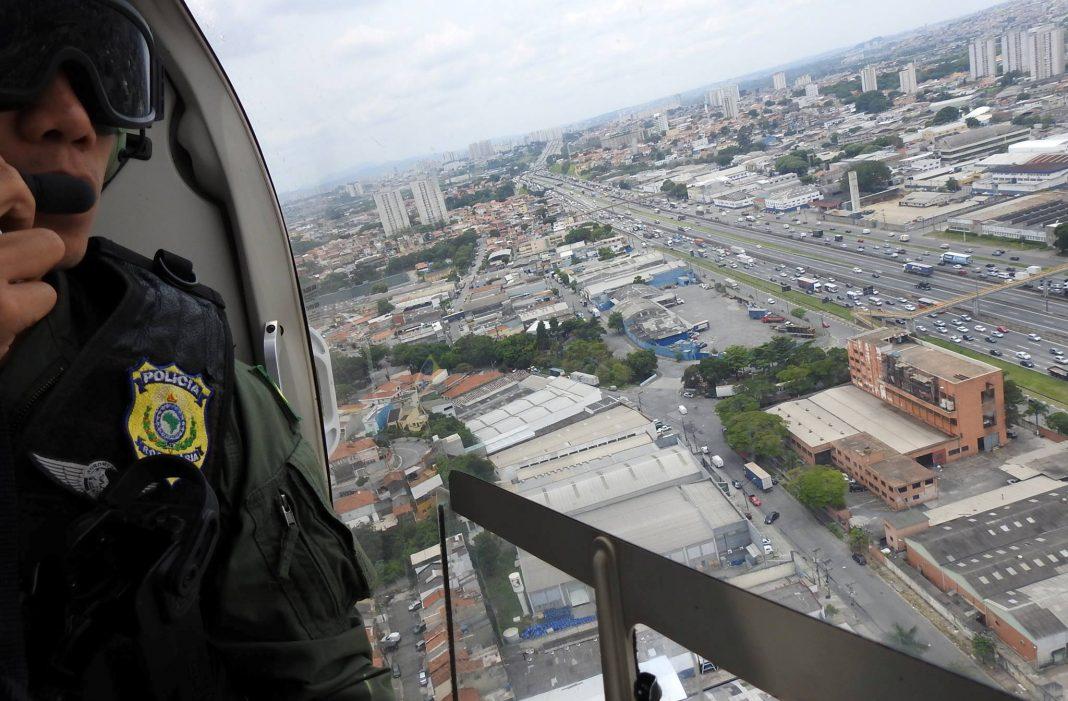 Divisão de Operações Aéreas da PRF apoia Operação Égide na rodovia Fernão Dias