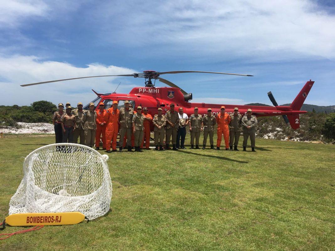 Helicóptero para reforçar salvamentos na Região dos Lagos já está em Arraial do Cabo (Foto: divulgação/Prefeitura de Arraial do Cabo)