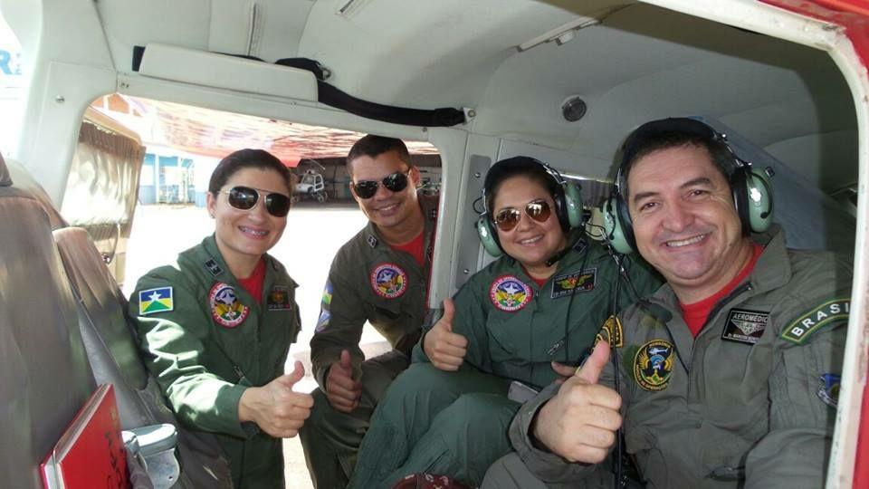 Maj Cristina, Cap Cordeiro e os dois médicos, Berti e Sandra.