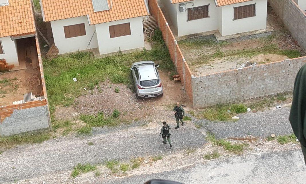 Carro roubado é encontrado em residência em ação da DERRFVA e CIOPAer do Mato Grosso