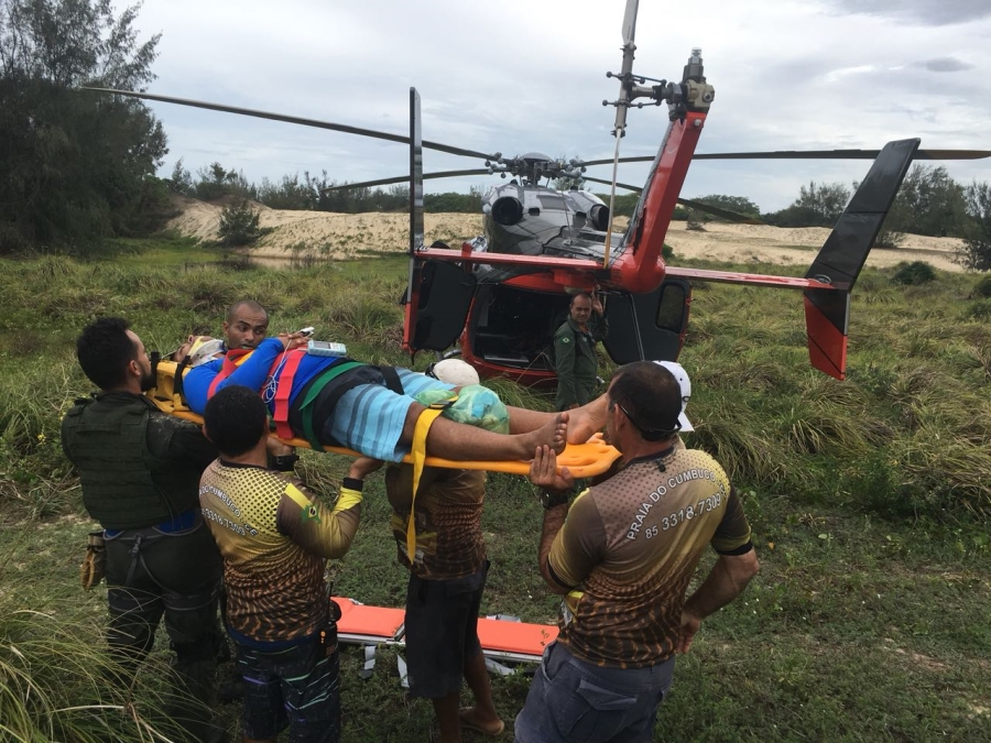 CIOPAer resgata vítima de acidente automobilístico nas dunas da Praia de Águas Cristalinas, CE. Foto: CIOPAer/CE
