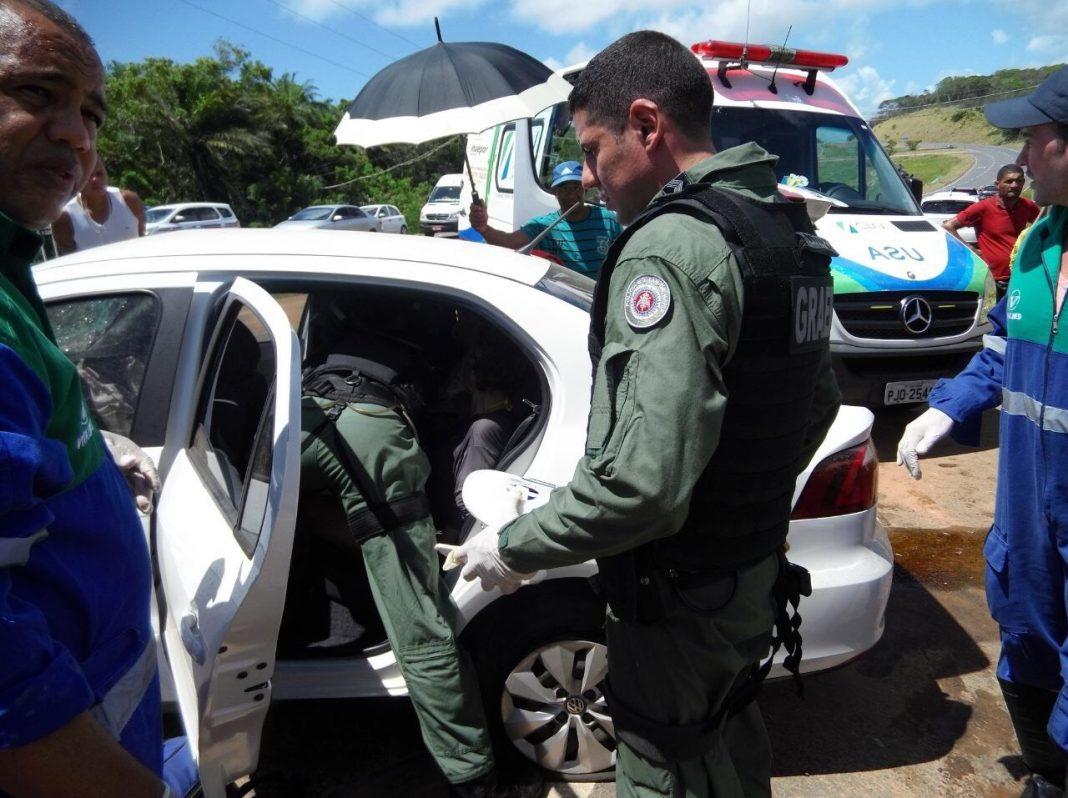 GRAer da PM da Bahia resgata vítima de acidente na rodovia BA-099