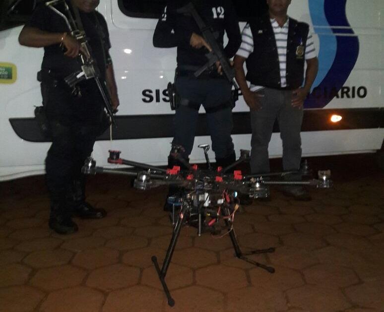 Polícia abate drone que sobrevoava penitenciária em Dourados, MS (Foto: Polícia Militar/Divulgação)