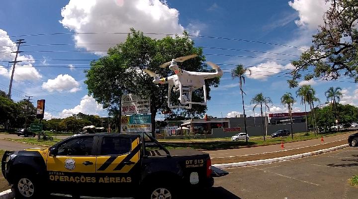 Detran usa drone para flagrar motoristas embriagados em blitz no DF