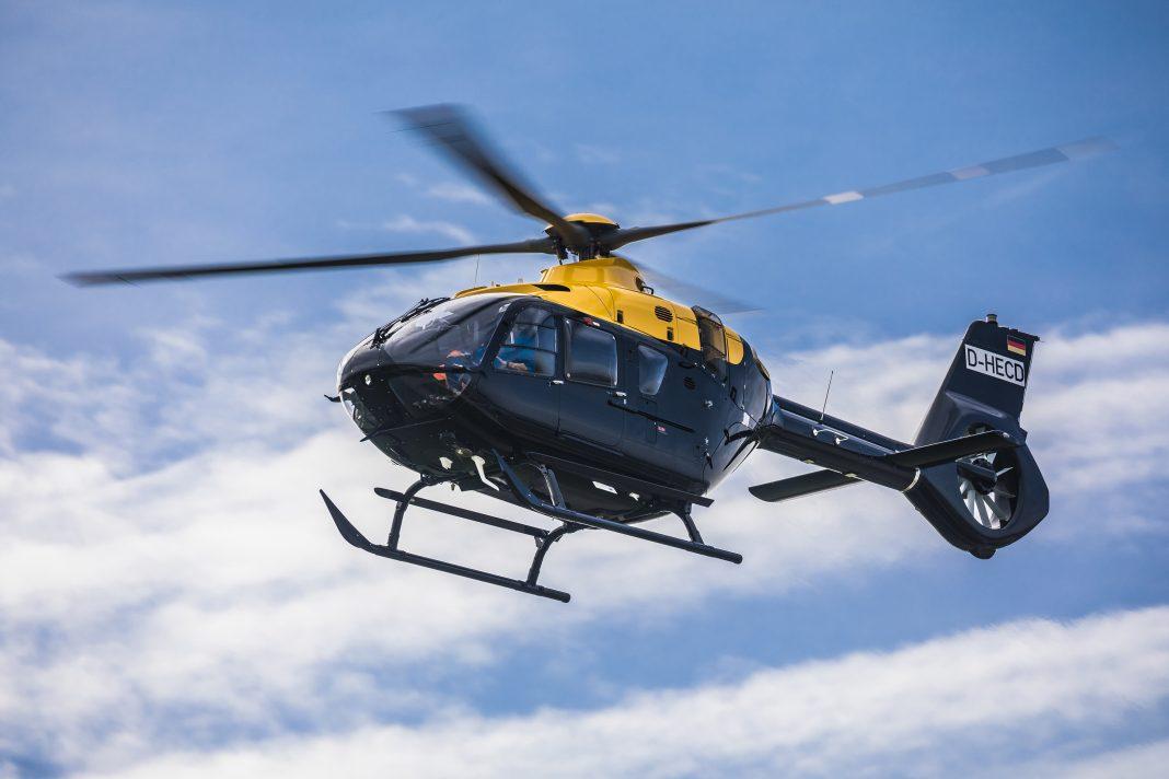 Mais de 300 clientes em 60 países operam o helicópteros da família H135 para diversas missões. Crédito: Christian Keller