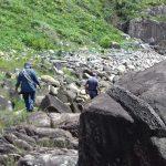 Águia 17 da PM e bombeiros resgatam vítima em costão rochoso na Ilha do Cardoso, em Cananéia. Foto: Divulgação/Polícia Militar