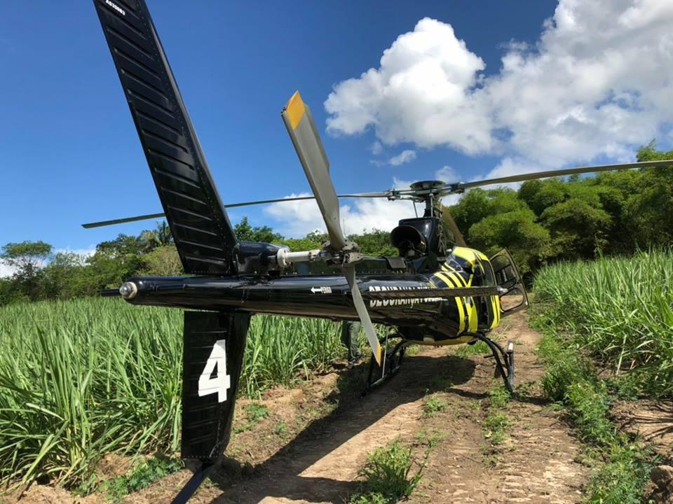 Equipe policial do helicóptero Falcão 04 Grupamento Aéreo de Alagoas localiza veículo carbonizado no Pilar