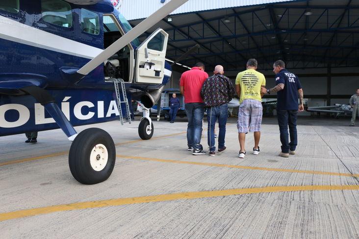 Avião do GRAER da PM da Bahia apoia polícia no transporte de sequestradores capturados em SP para Salvador. Foto: Alberto Maraux