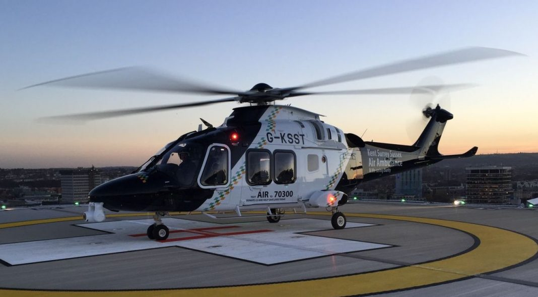 Primeiro AW169 da Kent, Surrey & Sussex Air Ambulance Trust (Bristol Royal Infirmary Helipad Stationary )