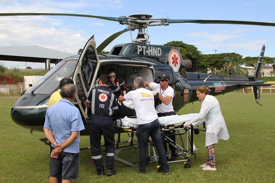 Helicóptero do CONSAMU transfere paciente idoso de Terra Roxa para Cascavel, no Paraná. Foto: CONSAMU.