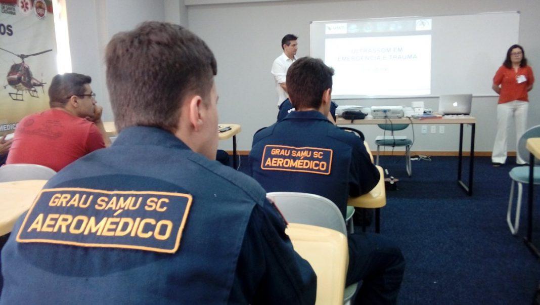 Equipes médicas dos ARCANJOS passando por capacitação para operação dos novos equipamentos de ultrassom.