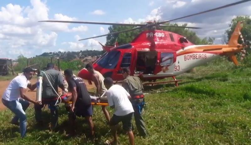 Helicóptero do Corpo de Bombeiros de Goiás socorre rapaz que se afogou em lago