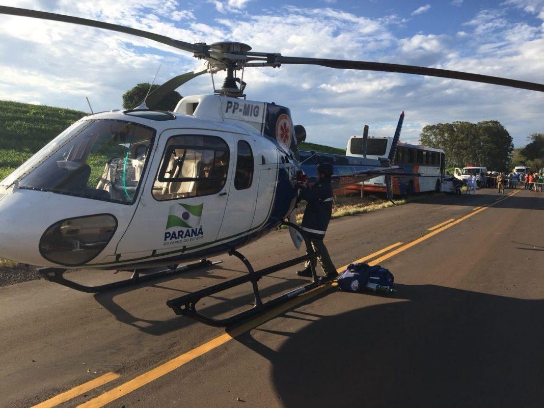 jovem de 18 ficou gravemente ferida e foi retirada das ferragens e encaminha a Maringá pelo helicóptero do SAMU.