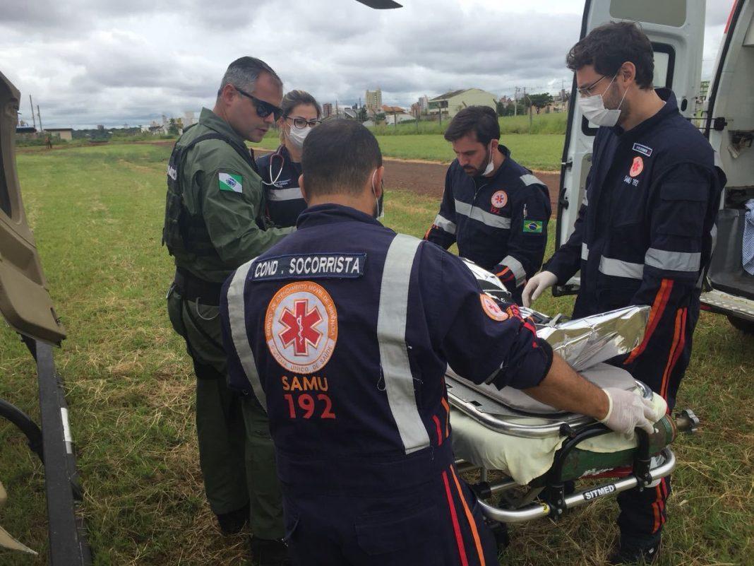 Helicóptero do SAMU realiza remoção aeromédica de paciente queimado em Maringá