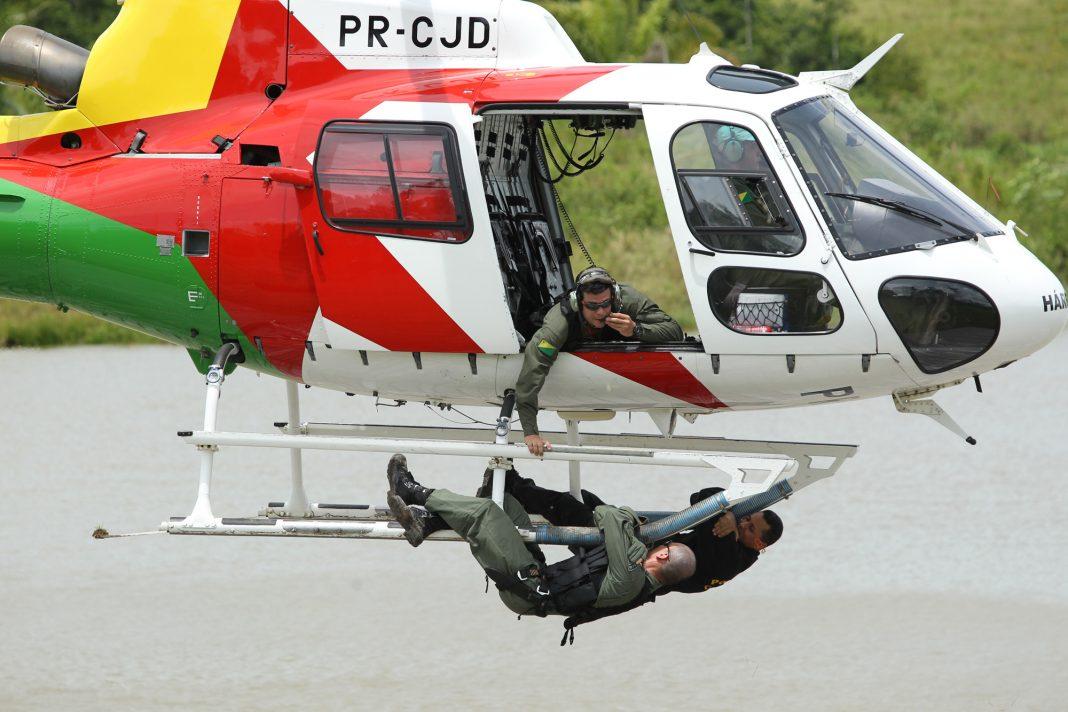 Treinamento com o helicóptero Harpia. Foto: Luciano Pontes.