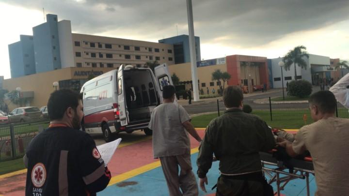 Helicóptero Bombeiro 01 de Goiás socorre vítima de acidente de queda em construção